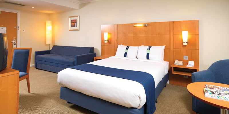 holiday inn m4 j4 room