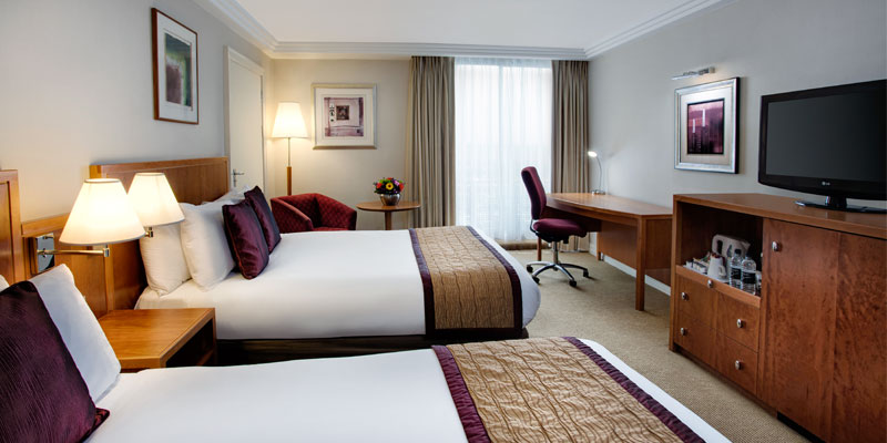 crowne plaza heathrow famfive